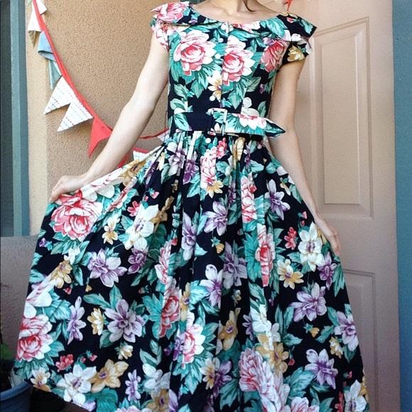 Vintage Dresses & Skirts - Vintage 80's Floral Garden Dress